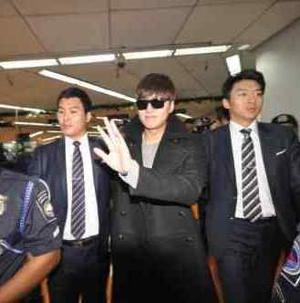 Korean Superstar Lee Min Ho Warmly Welcomed By Fans in Philippines!