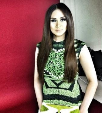 sarah winning best asian artist in mnet 2012