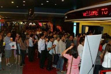 Sisterakas Sells Movie Tickets Like Hotcakes in Major Cities Nationwide!