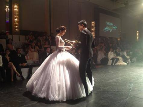 Blockbuster Onscreen Couple Kim and Xian receiving the Moet and Chandon Fabulous Pair Award
